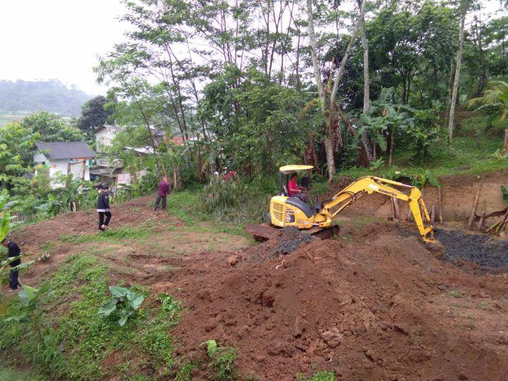 Pengerukan Tanah Lahan Untuk Pembangunan Masjid Al Hilal 12