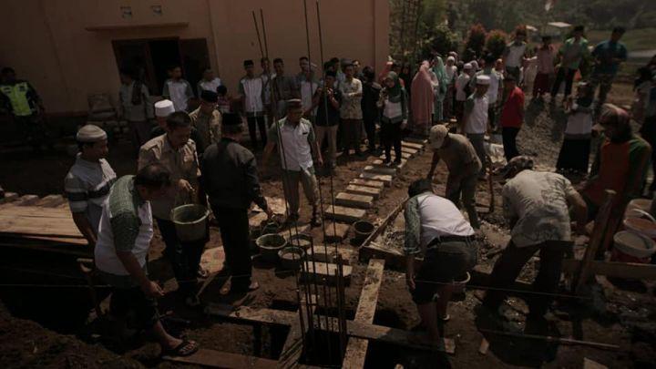 Pengecoran Pertama Masjid Pesantren Al-Hilal 3