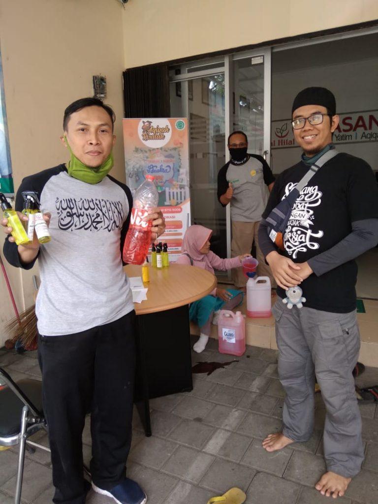 Pembagian Hand Sanitizer oleh LAZ al-Hilal Masih Berlanjut 1