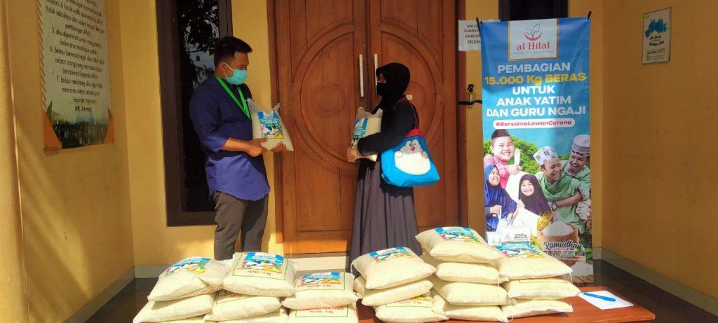 Pembagian 15.000 kg Beras Untuk Anak Yatim Dan Guru Ngaji 1