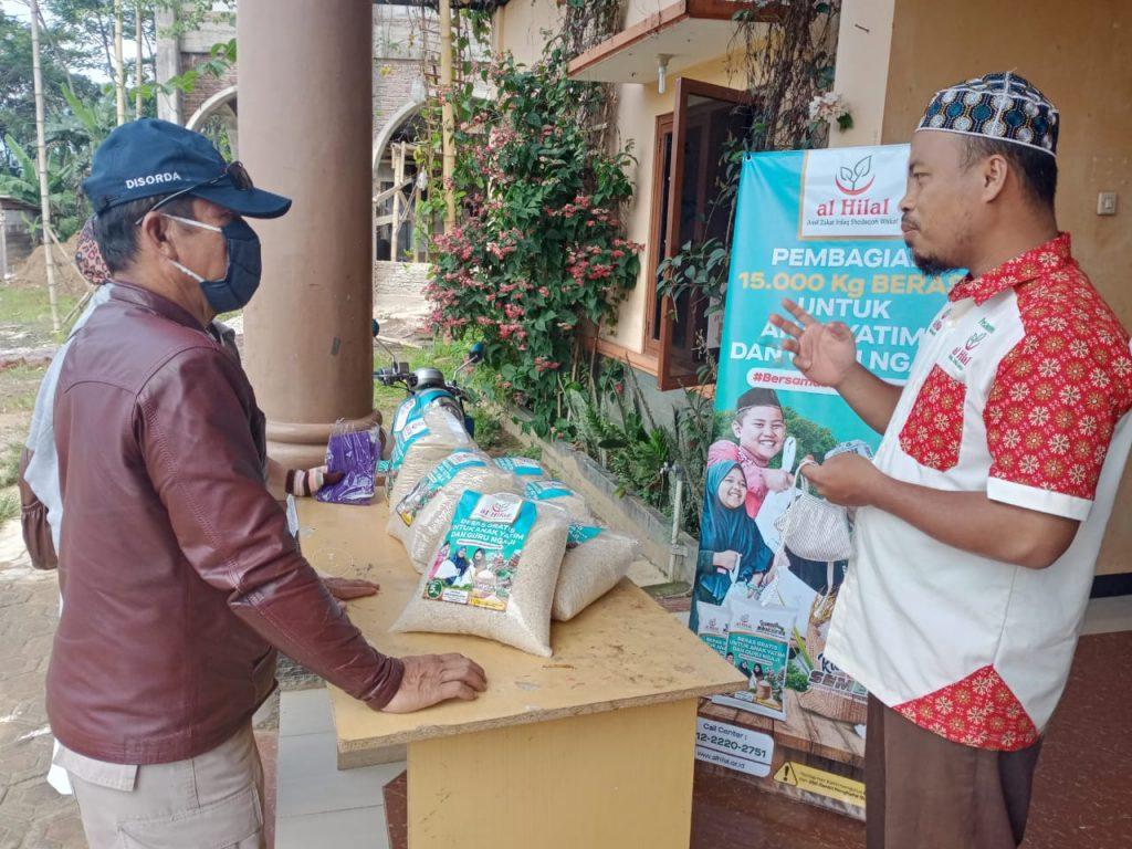 Pembagian 15.000 kg Untuk Anak Yatim & Guru Ngaji 1