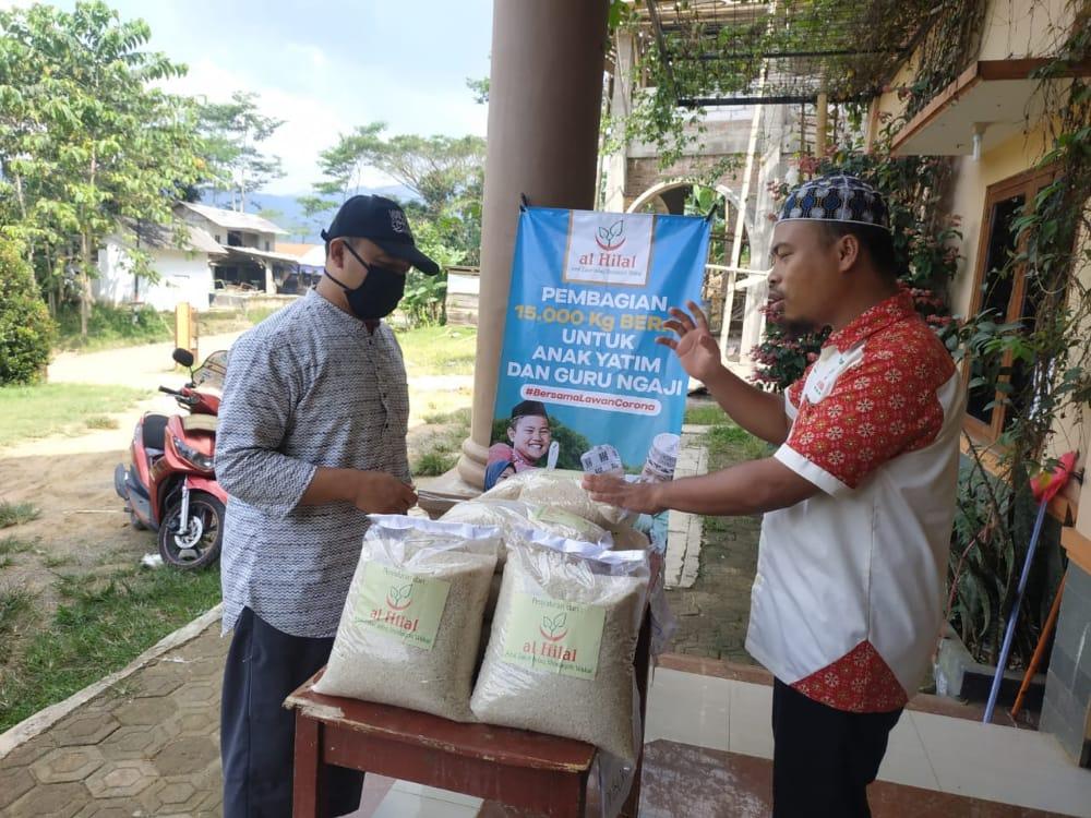 Pembagian 15.000 kg Untuk Anak Yatim & Guru Ngaji di Pondok Pesantren Cililin 1