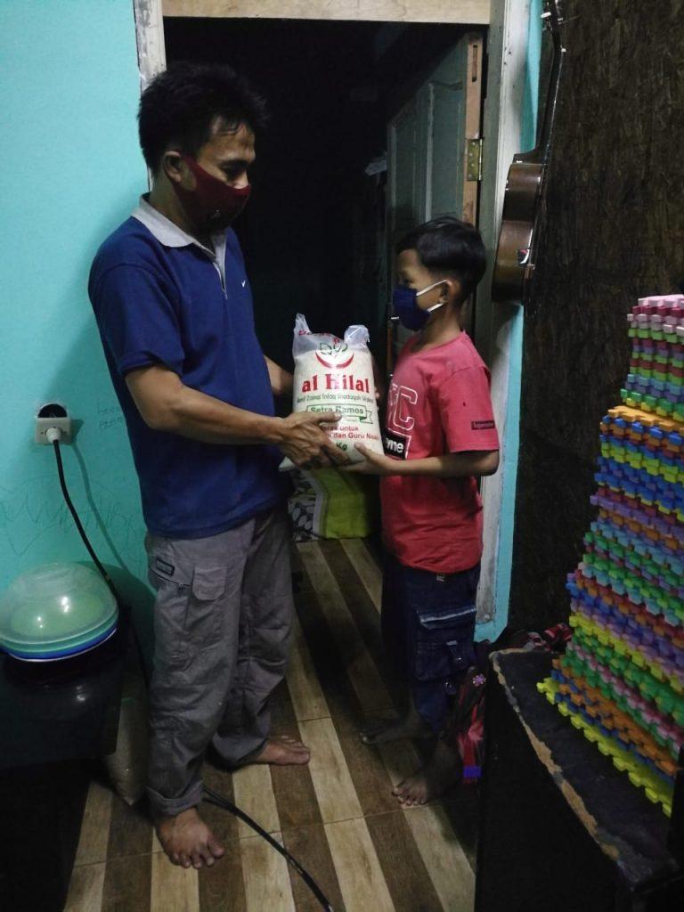Yuk! Menjadi Pembuka Pintu Pintu Kebaikan  Dengan Menyalurkan 50000kg Beras untuk Guru ngaji & anak Yatim 1