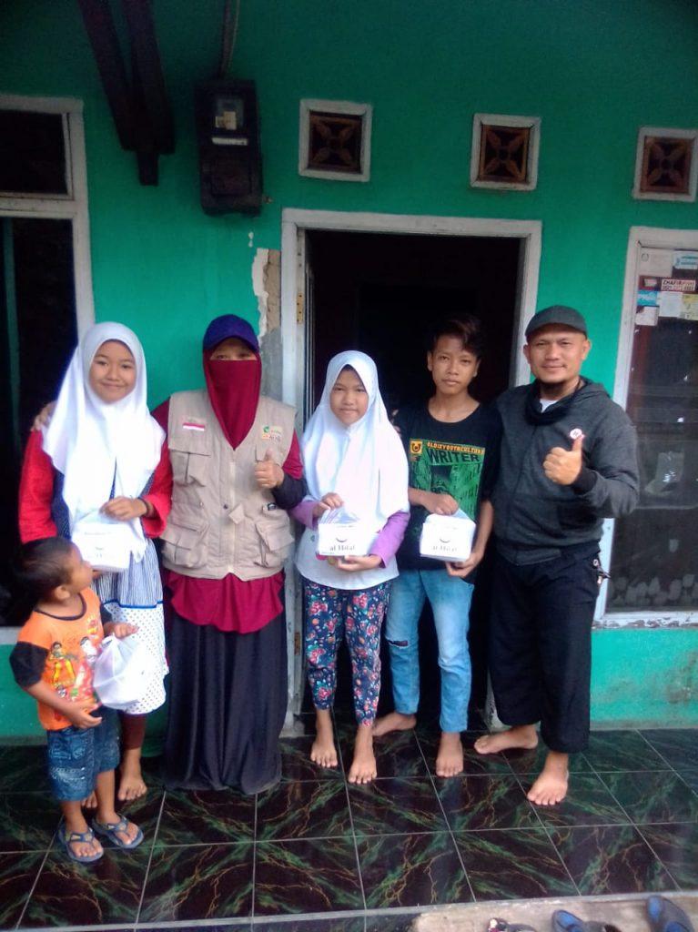 Pembagian Nasi Jumat berkah untuk Dhuafa Dan para Jompo Bersama Komunitas Al-Hilal Cabang Sumedang 3