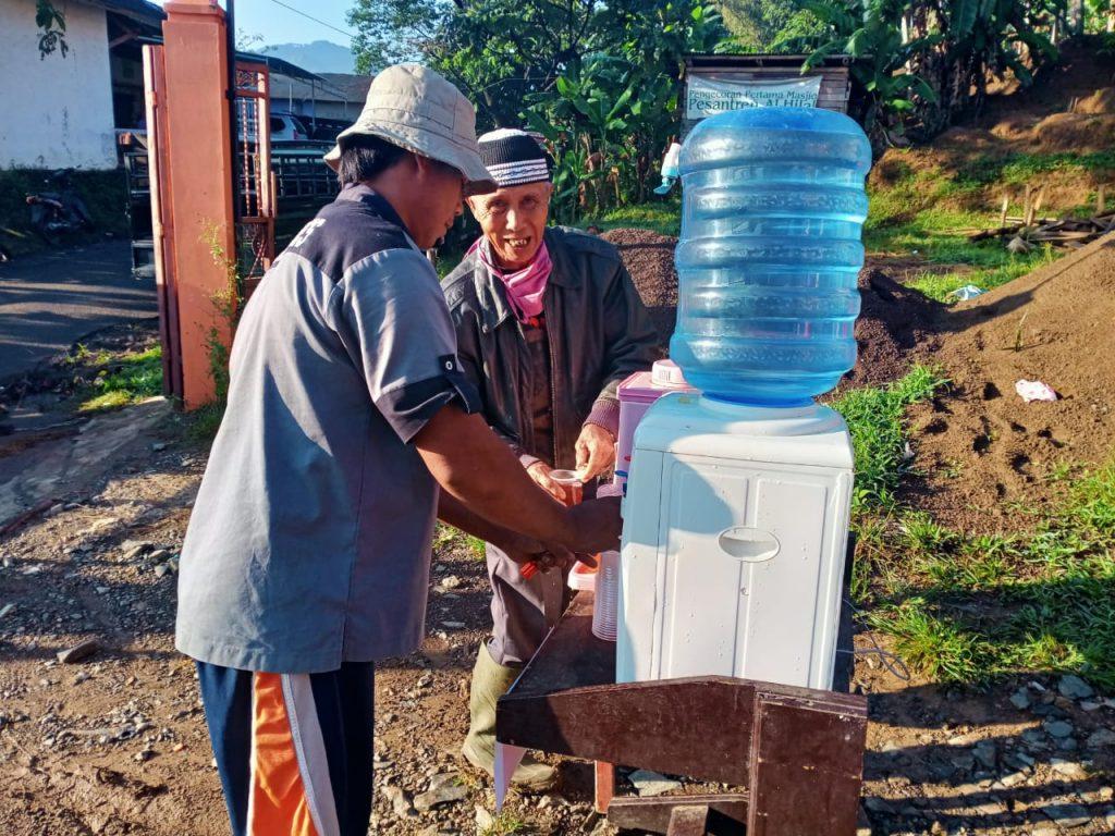 Air Minum Gratis Untuk Pengunjung dan Pedagang Pasar 1