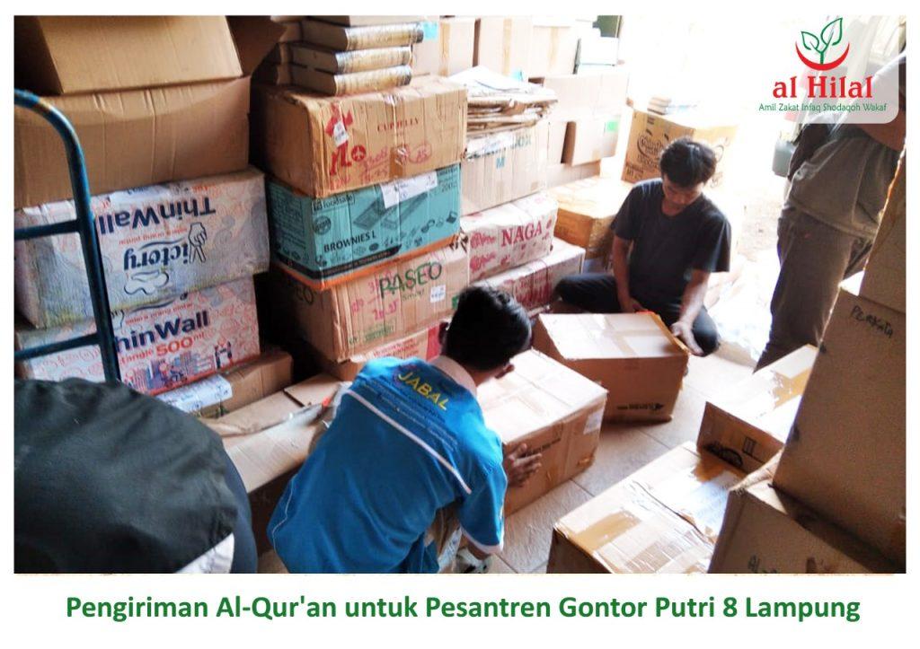 Pengiriman 250 Qur'an wakaf donatur Al Hilal. Untuk seluruh santri Gontor Putri 8 Lampung.