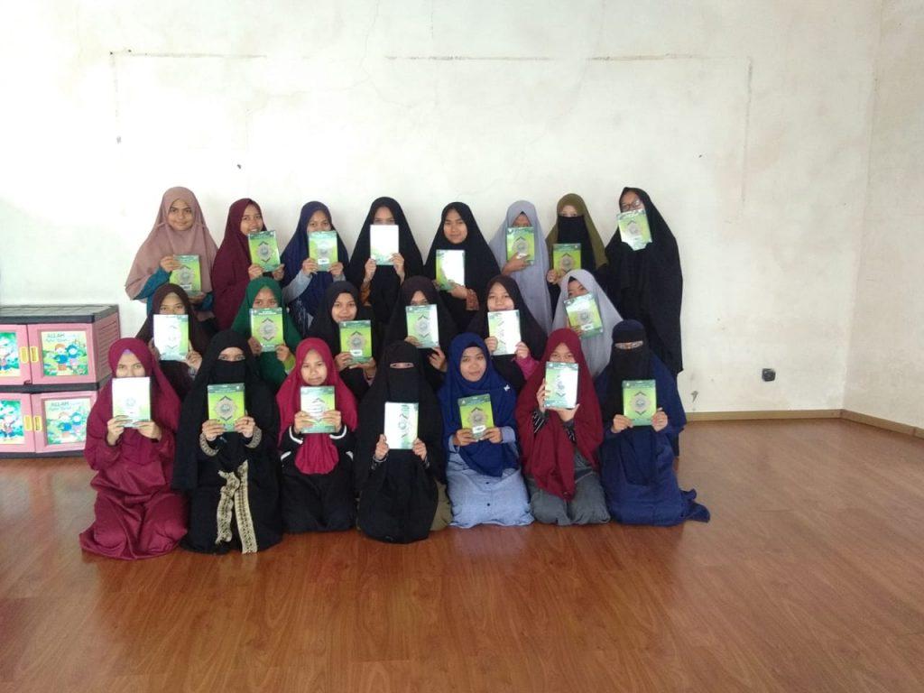Wakaf Qur'an Untuk Pesantren Al Huda dan Bustanul Arifin 1
