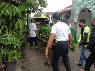 Ambulance Gratis LAZISWAF Siap Antarkan Jenazah Dari Jalan Pahlawan menuju TPU Cikutra 2