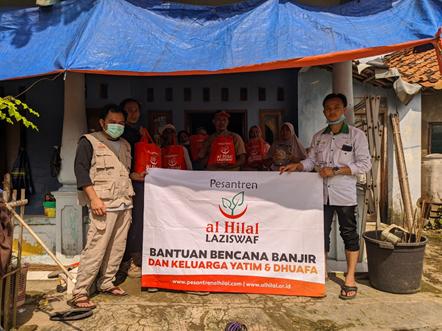 Penyaluran Bantuan Untuk Korban Banjir Karawang 1