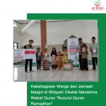 "Kebahagiaan Warga dan Jamaah Masjid di Wilayah Cikelet Menerima Wakaf Quran ""Nuzulul Quran Ramadhan"""