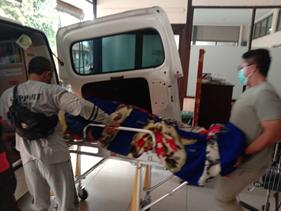 Pengantaran Pasien Serangan Struk Menjadi Operasional Pertama Ambulance Gratis Setelah Idul Fitri 2
