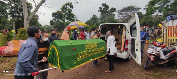 Pengantaran Jenazah Menuju Tempat Peristirahatan Terakhir, TPU Naangrog Bandung 1