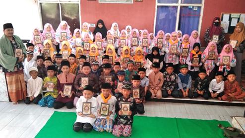 Penyaluran Wakaf Quran Untuk Pesantren dan Masjid serta Donasi Masyarakat Jompo Desa Tugumukti 1
