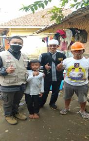 "Bersama Relawan Al Hilal Sukabumi, Alhamdulillah Keluarga Anwar ""Penjual Cilor Cilik"" di Sukabumi Telah Menerima Bantuan Sembako 2"