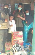 "Bersama Relawan Al Hilal Sukabumi, Alhamdulillah Keluarga Anwar ""Penjual Cilor Cilik"" di Sukabumi Telah Menerima Bantuan Sembako 3"