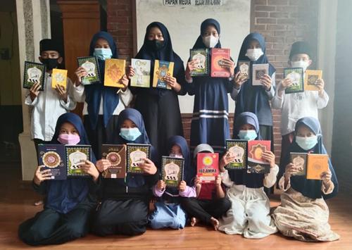 Al Hilal Berbagi : Penyaluran Wakaf Al Quran Ke Masjid Al Manaf 1