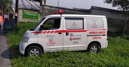 Ketua Harian Yayasan Al Hilal Terjun Langsung Untuk Mengoperasikan Mobil Ambulance Gratis LAZISWAF Al Hilal 1