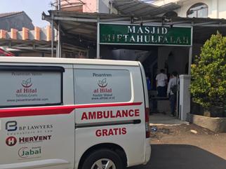 Ketua Harian Yayasan Al Hilal Terjun Langsung Untuk Mengoperasikan Mobil Ambulance Gratis LAZISWAF Al Hilal 2