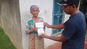 Walaupun Hujan Cukup Deras, Komunitas Al Hilal Tasikmalaya Selatan Tetap Bersemangat Menyalurkan Bantuan Untuk Anak Yatim dan Dhuafa 2