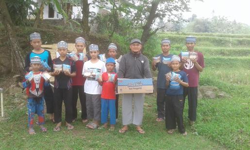 Berbagi Paket Gizi Untuk Anak Bersama Komunitas Al Hilal Sumedang 1