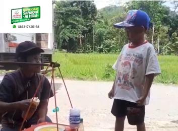Peduli Pedagang Kecil, Komunitas Al Hilal Tasikmalaya Selatan Borong Dagangan Salah Satu Penjual Cilok 1