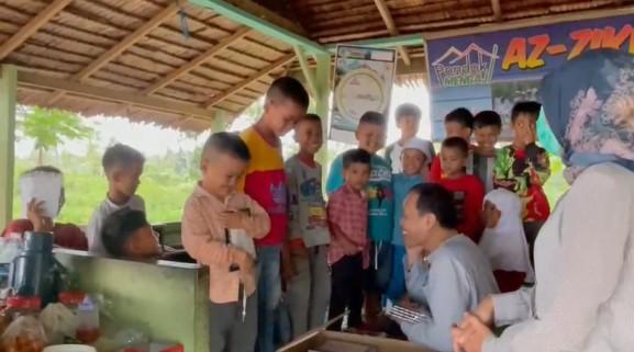 Al Quran untuk Santri Pondok Pesantren Az-Zikr Nagari Padang 1